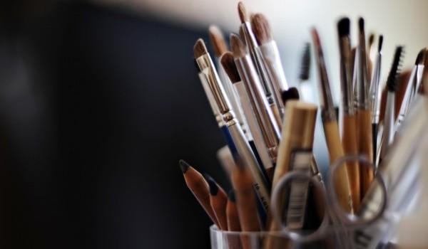 tipos-y-usos-de-brochas-maquillaje-600x350